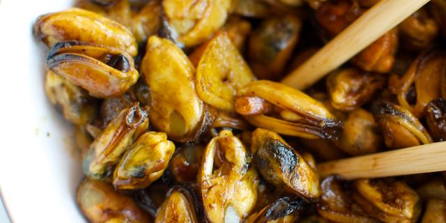 Midii cu usturoi și sos de soia