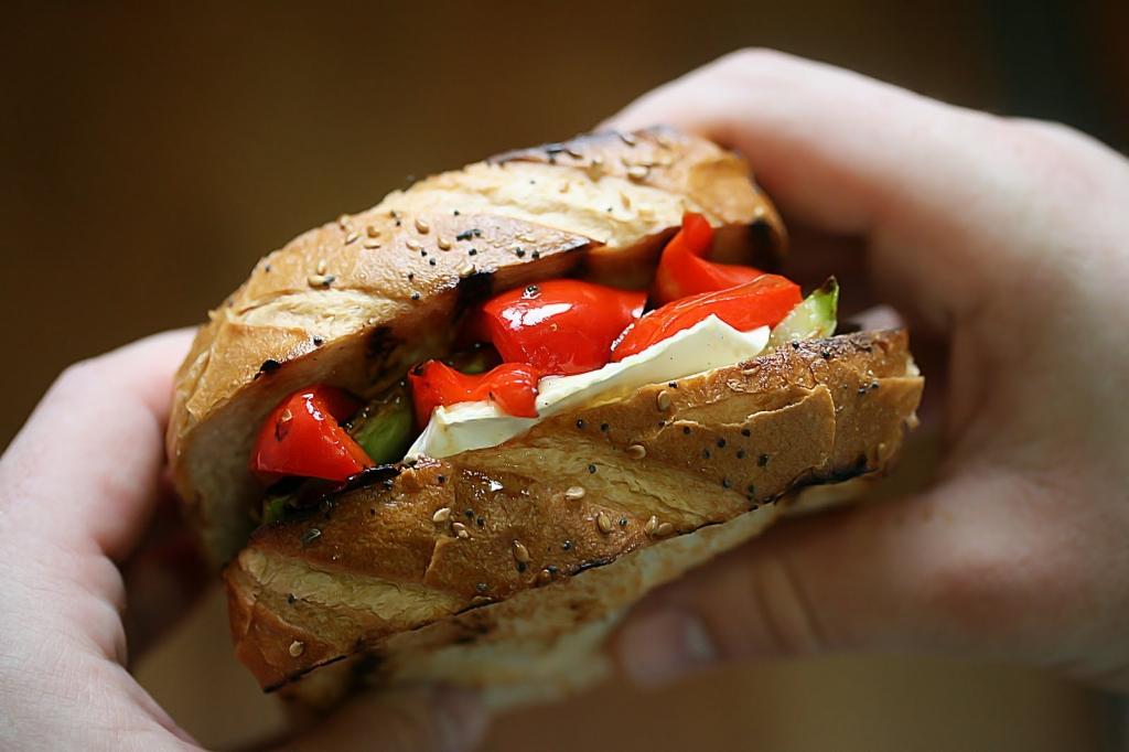 madalin simion sandwich cu camembert