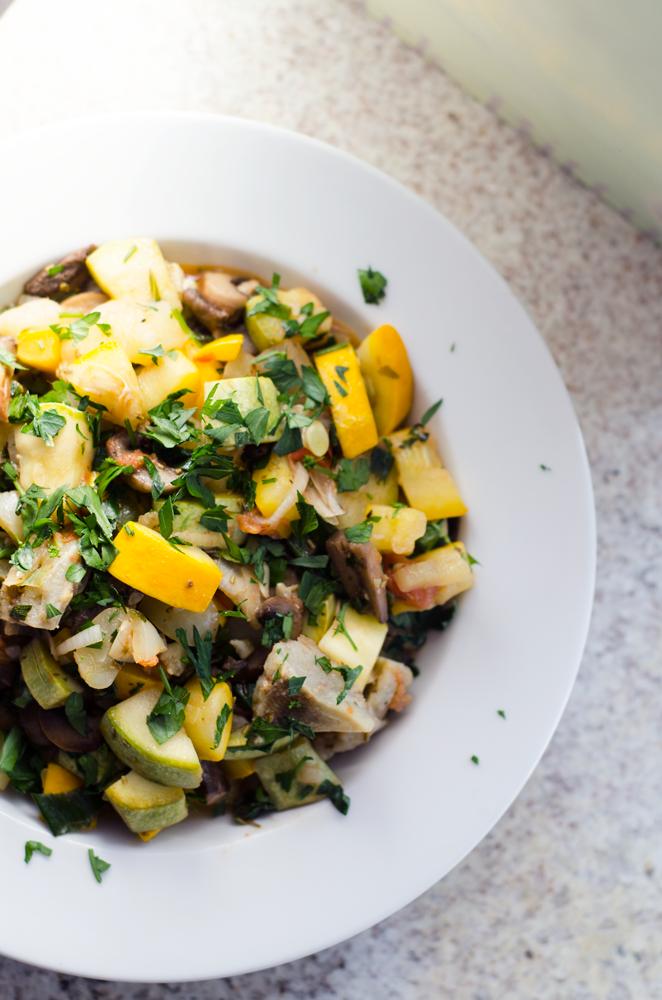 salata-calda-cu-dovlecei-anghinare-si-ciuperci