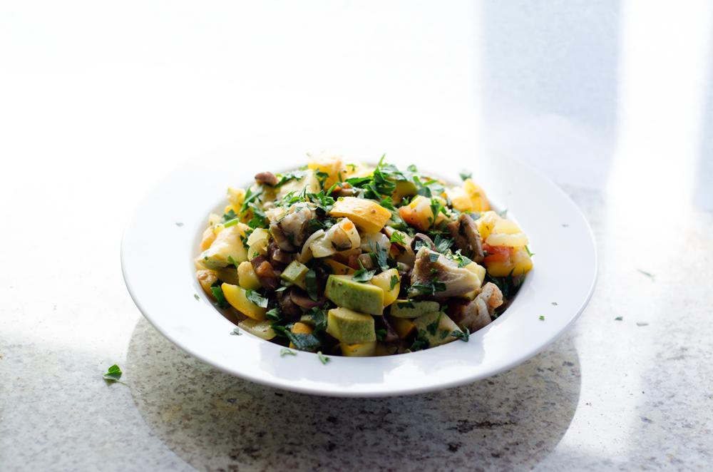 Salata vegana cu anghinare, dovlecei si ciuperci