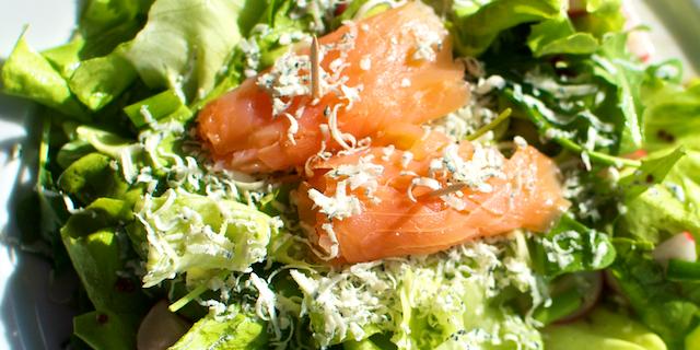 Salată de vară cu dressing cu muștar