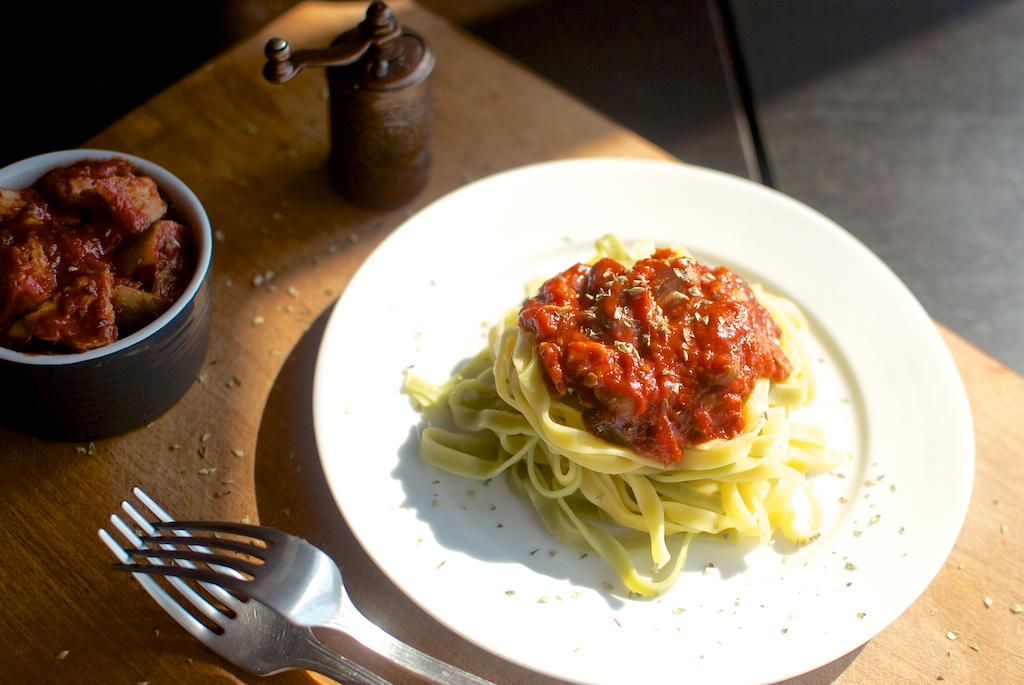 Tagliatelle cu hribi în sos roșu