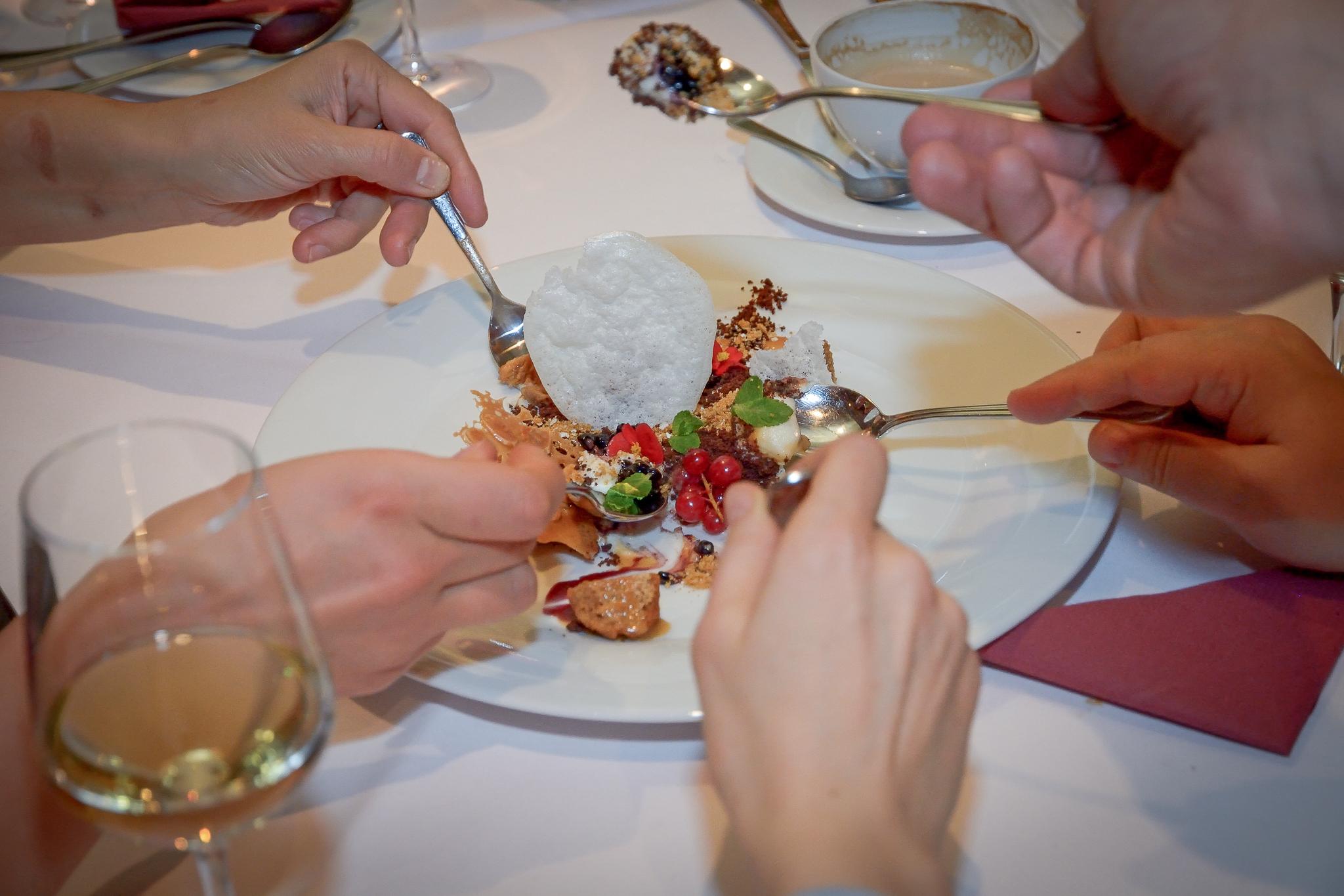 Unde să mănânci în Râmnicu Vâlcea: Restaurant Simfonia