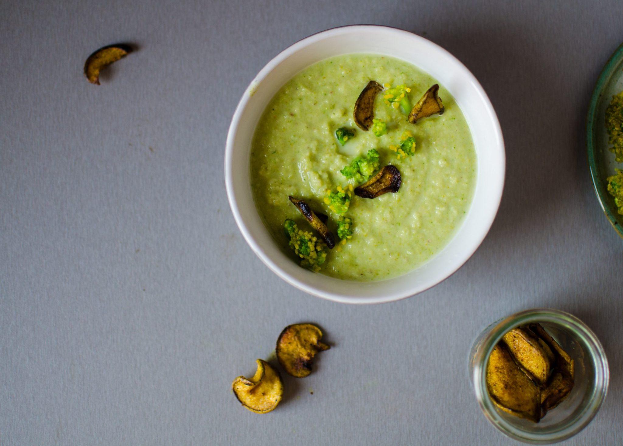 Supă cremă de mazăre cu broccoli și scrijele de pere